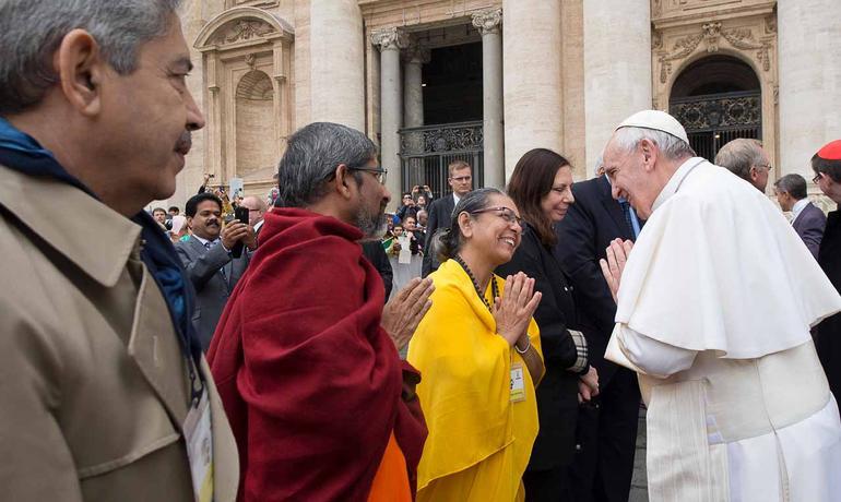 Papa-il-dialogo-interreligioso-porta-semi-di-bene-al-mondo_articleimage