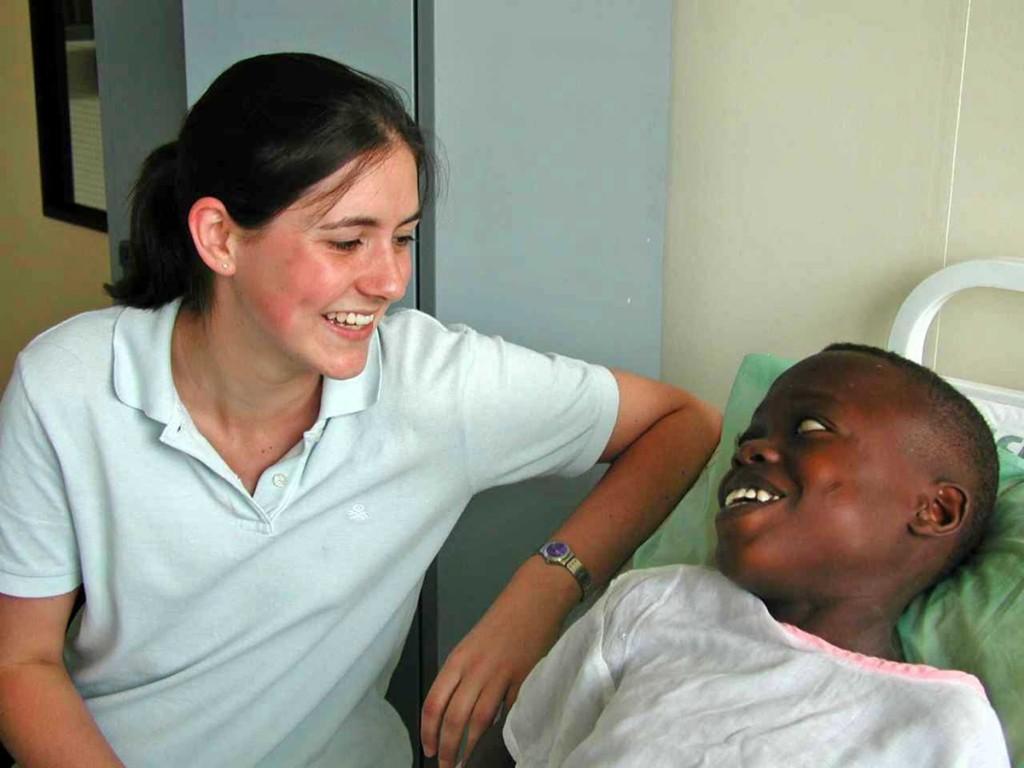 volontaria-paziente-infermiera-ghana.1200