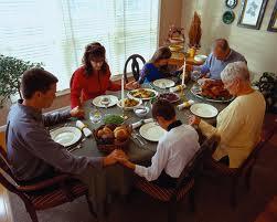 1. Famiglia-a-tavola